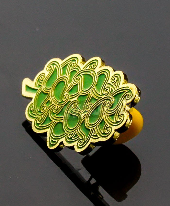 Customized Green leaf environmental topics soft enamel plating gold badge