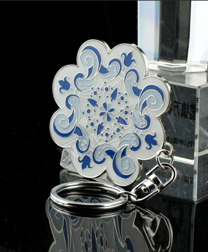 Chinese blue and white porcelain classic European flower enamel-like metal keychain